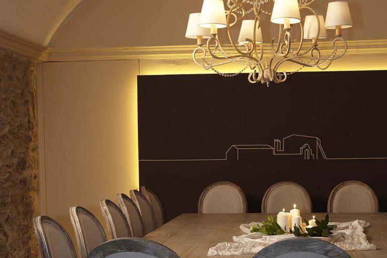wall dinning room